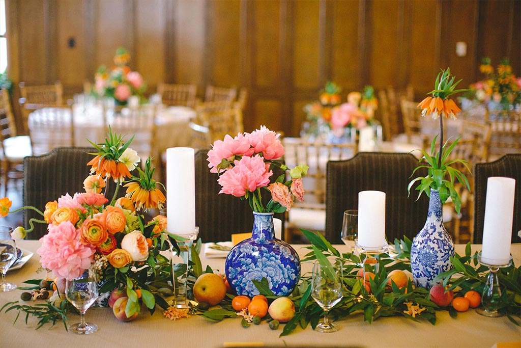 Wedding blue and white porcelain centerpieces with greenery and fruit garland